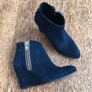 FREE PEOPLE Navy Suede Booties 7/37